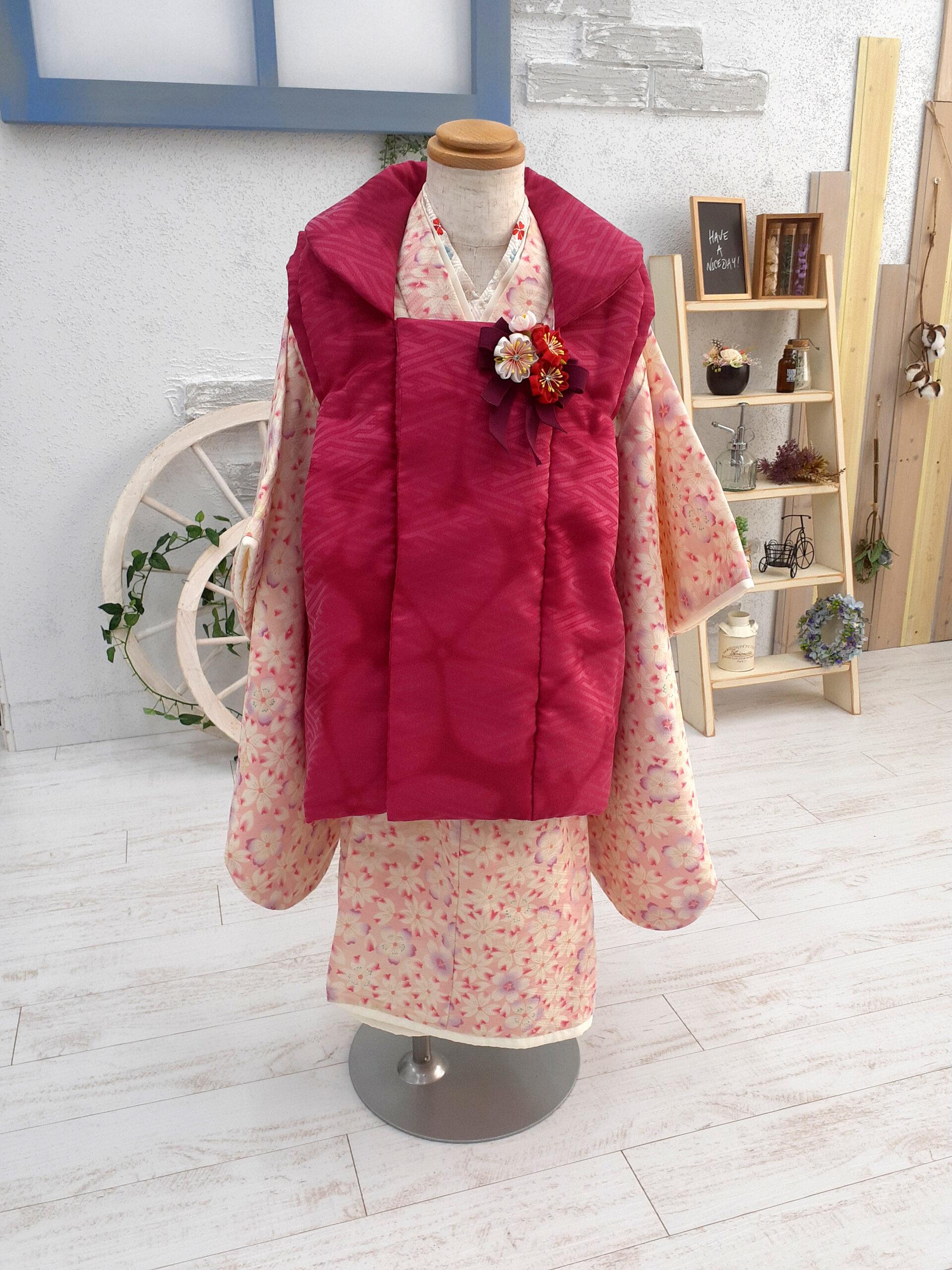 新入荷着物 3歳の着物 映えカラーの被布にご注目