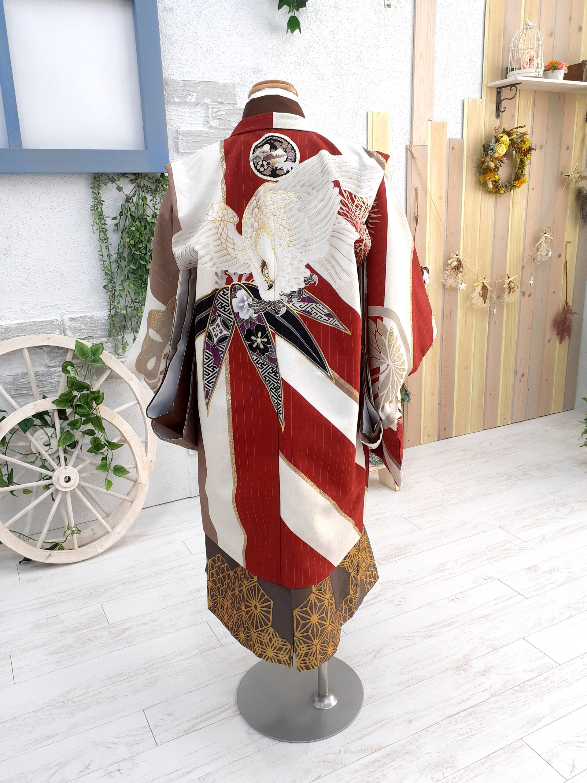 新入荷着物 5歳の着物 流行カラーのモダン着物 背面