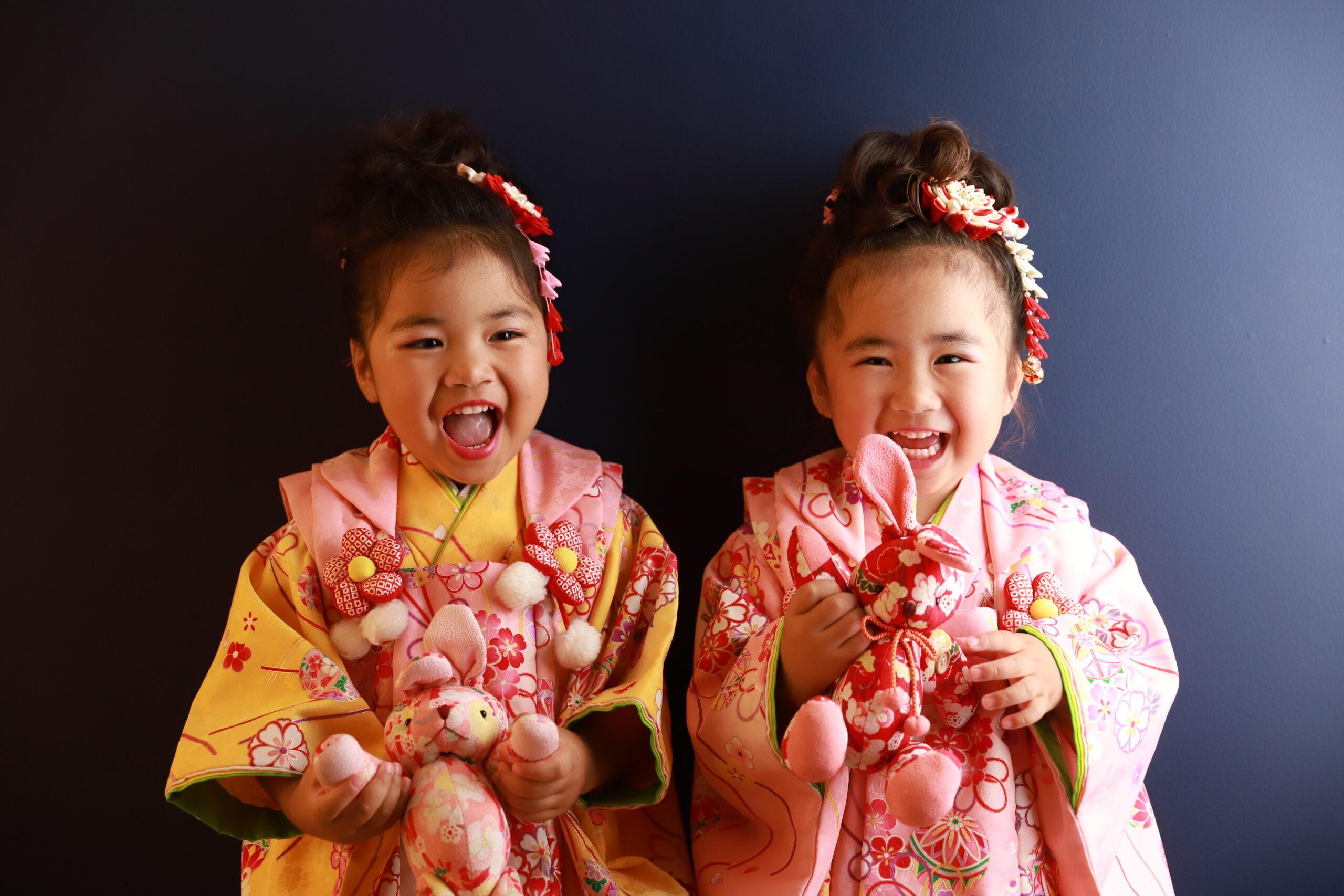 七五三の写真、ご姉妹で笑顔(着物)