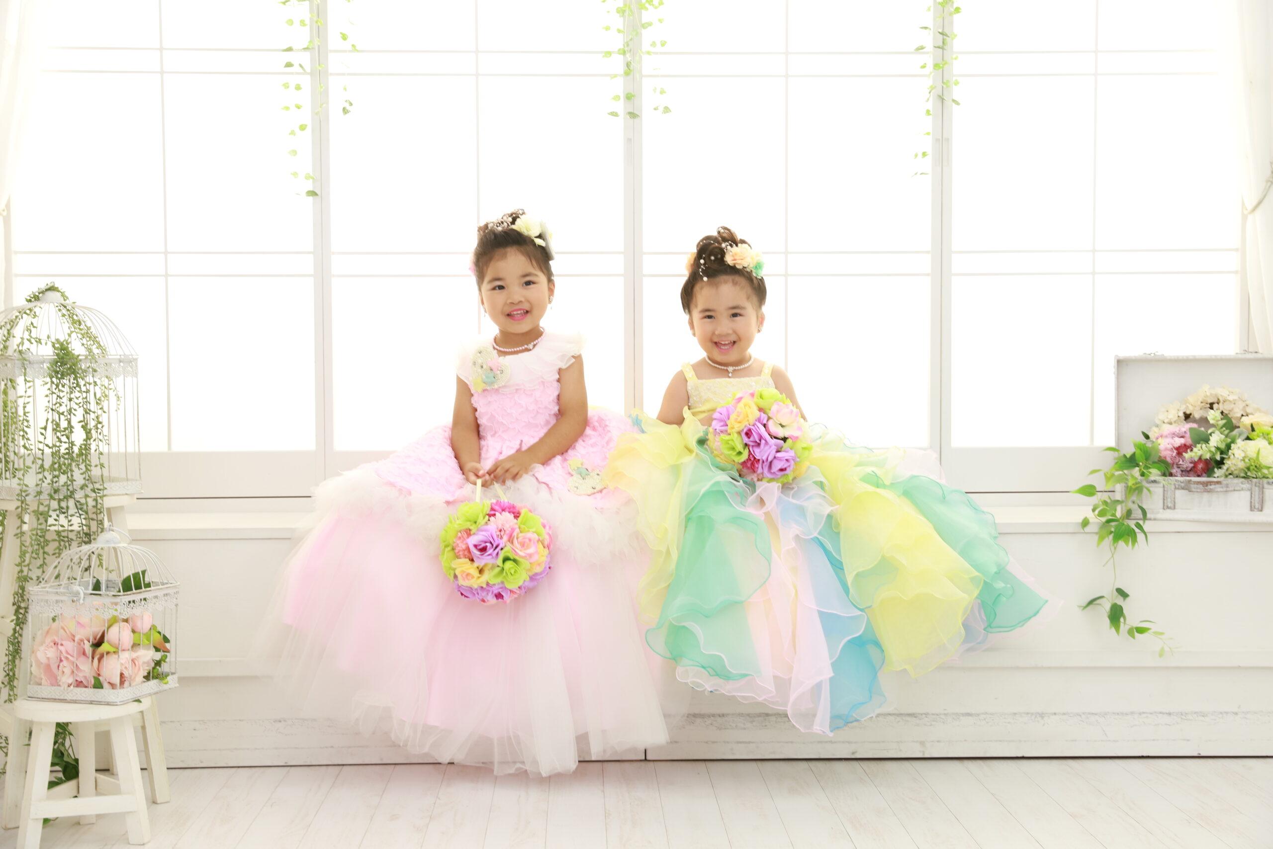 七五三の写真、ご姉妹で笑顔(ドレス)