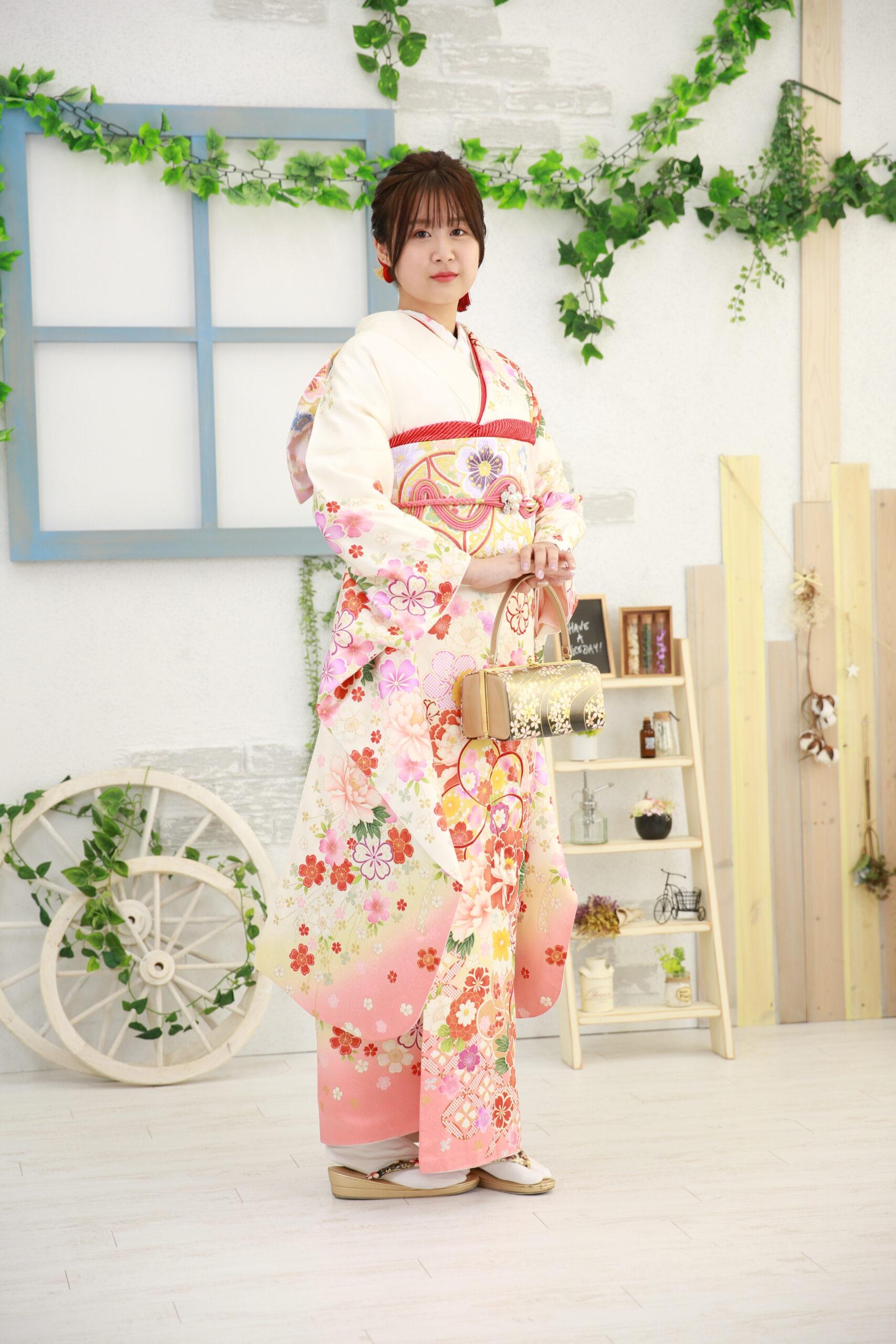 三島市からアクセス便利なサントムーン☆白色のお振袖
